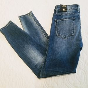 NEW Kut from the Cloth Toothpick Skinny Jeans